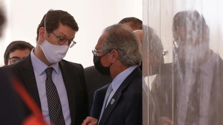 15.jul.2020 - Os ministros Ricardo Salles (Meio Ambiente) e Paulo Guedes (Economia), em cerimônia no Planalto - Pedro Ladeira/Folhapress