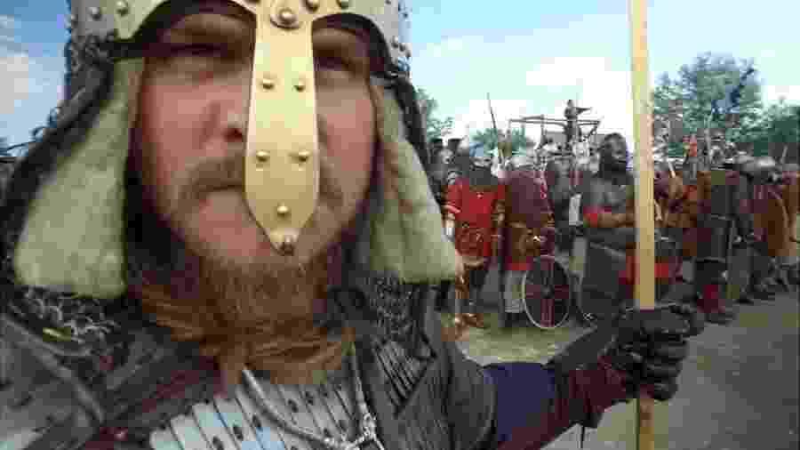 Segundo imaginário popular, vikings são geralmente loiros, altos e de olhos azuis - BBC