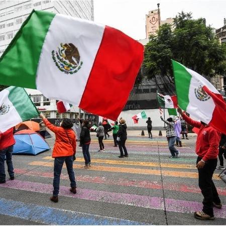 20.set.2020 - Manifestantes protestar contra o presidente mexicano Andrés Obrador - Pedro Pardo/AFP