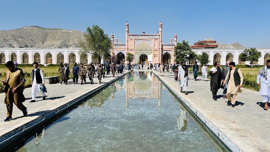 Imagem ilustrativa de uma mesquita em Cabul, Afeganistão; ao menos 12 pessoas morreram no ataque de hoje - Haroon Sabawoon/Anadolu Agency via Getty Images