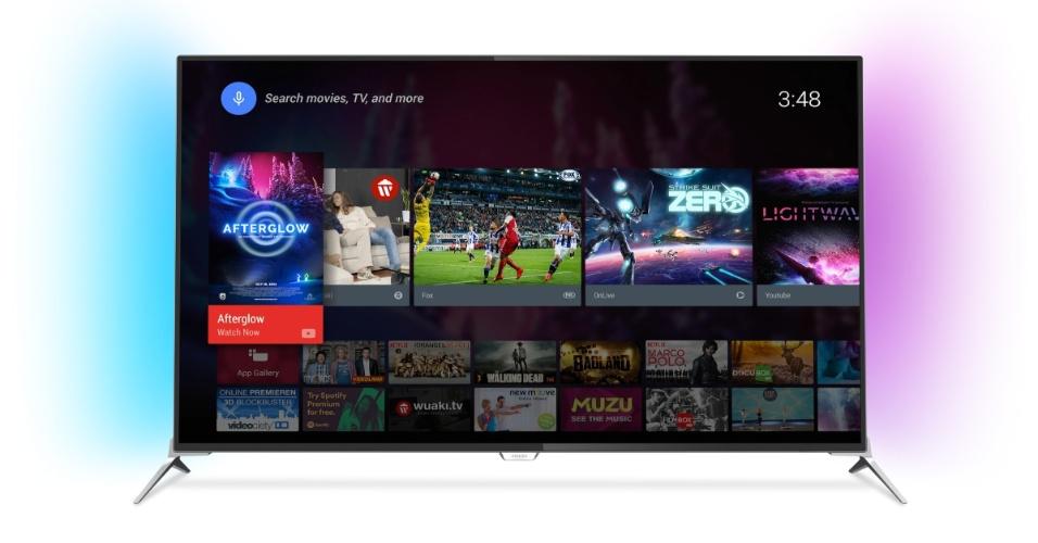 5.ago.2015 - A Philips lança linha de TVs com o sistema operacional Android. São dois modelos na série 7100 --49? e 55?-- com tecnologias Ultra HD 4K e 3D, além de recurso Ambilight [projeção de luzes nas laterais que cria a sensação de uma tela ainda maior] e memória interna de 8GB. Há ainda outros dois modelos da série 6700 --50? e 55?-- com tecnologias Ultra HD 4K e LEDs na parte traseira do aparelho [projetam na parede as cores exatas da imagem que está sendo assistida]. Os televisores têm acesso ao Google Play (com cerca de 120 apps disponíveis) e a outros serviços do Google, como comando por voz. Os preços sugeridos dos produtos variam entre R$ 3.999 e R$ 6.199 e podem ser encontrados nas principais redes brasileiras de varejo a partir de outubro
