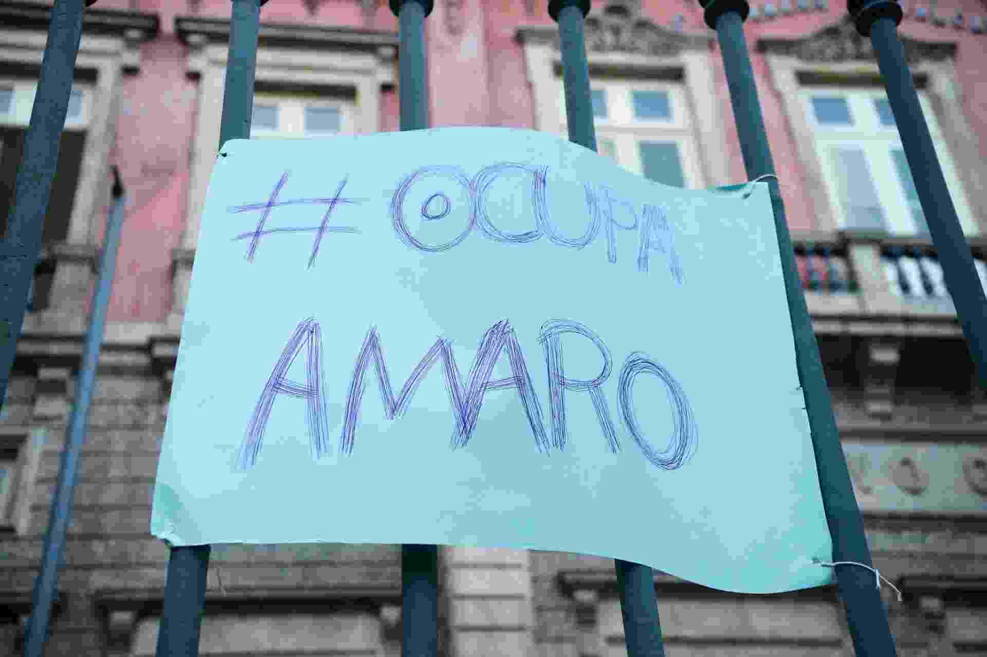 15.abr.2016 - Alunos ocuparam o Colégio Estadual Amaro Cavalcanti, construído em 1874, em apoio à greve dos professores e por melhorias na infraestrutura e na qualidade na educação. Até esta sexta-feira, eram 36 escolas ocupadas em toda a rede - Tomaz Silva/Agência Brasil