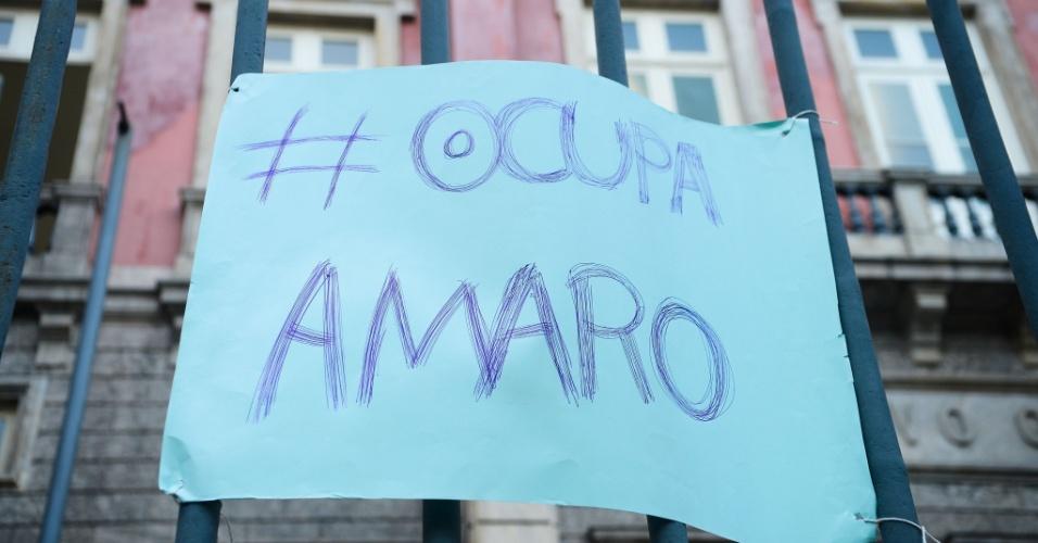 15.abr.2016 - Alunos ocuparam o Colégio Estadual Amaro Cavalcanti, construído em 1874, em apoio à greve dos professores e por melhorias na infraestrutura e na qualidade na educação. Até esta sexta-feira, eram 36 escolas ocupadas em toda a rede