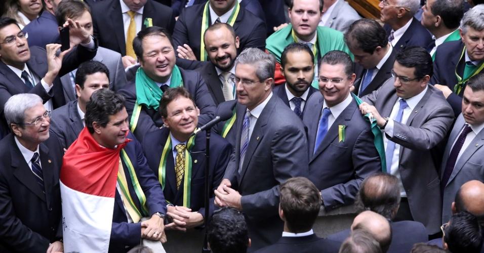 """17.abr.2016 - Presidente da Comissão Especial do Impeachment, o deputado Rogério Rosso (PSD-DF) repetiu o voto que já havia dado na comissão e disse """"sim"""" à aprovação do processo de impeachment contra a presidente Dilma Rousseff (PT)"""