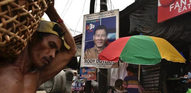 Pôster de Rodrigo Duterte em mercado em Davao City, nas Filipinas