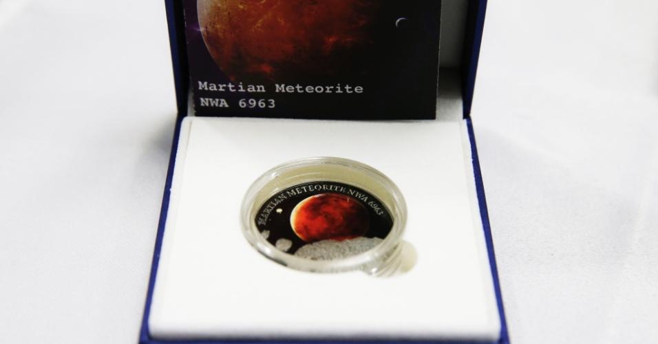 Em uma série sobre o sistema solar, o Banco Central da Nova Zelândia cunhou 500 moedas com o fragmento de um meteorito que caiu no Marrocos. A moeda é vendida por R$ 970