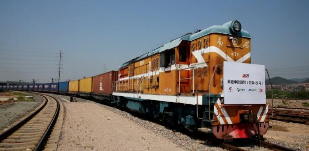 Trem com contêineres chega à estação ferroviária em Yiwu, na China - Thomas Peter/ Reuters
