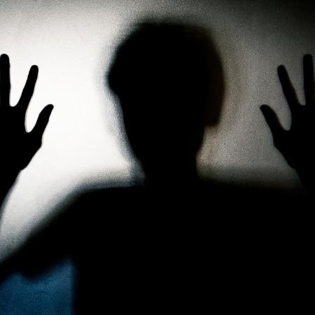 O pai da menina fugiu, e a polícia está tentando localizá-lo - Getty Images/iStockphoto