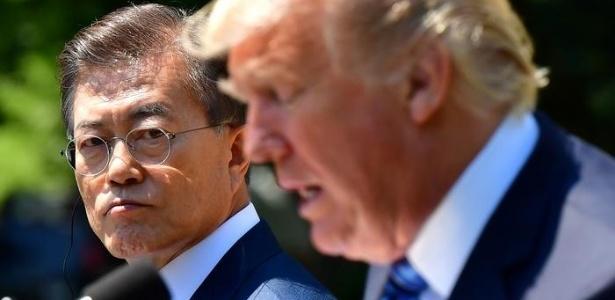 Recém-eleito presidente da Coreia do Sul, Moon Jae-in, ao lado de Donald Trump em visita aos EUA no fim de junho