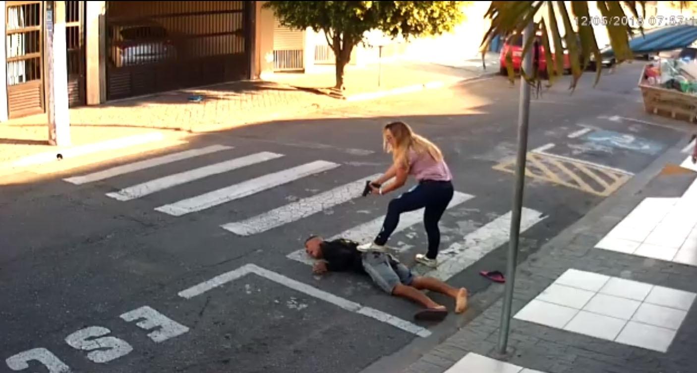 a621685b7 Mãe PM agiu corretamente ao matar assaltante  - 15 05 2018 - UOL Notícias