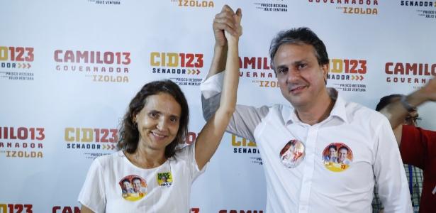 7.out.2018 - Camilo Santana (PT), comemora com a vice Izolda Cela (PDT) após ser reeleito com 79,95% dos votos válidos