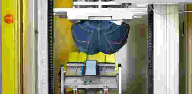 Simulação de bumbum humano procura saber se pressão do nosso corpo rende problemas no celular - Divulgação - Divulgação