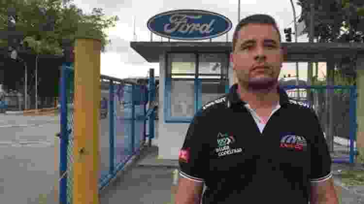 Gustavo Alves, de 30 anos, começou a trabalhar na Ford em 2014, indicado por seu pai, que se aposentou pela empresa - BBC - BBC