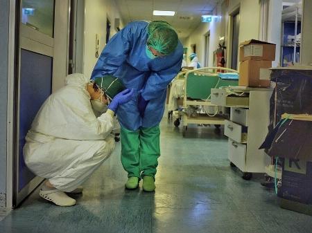 Cuidamos dos outros, mas ninguém cuida de nós': as enfermeiras expostas ao  coronavírus por falta de equipamentos - 24/03/2020 - UOL Notícias
