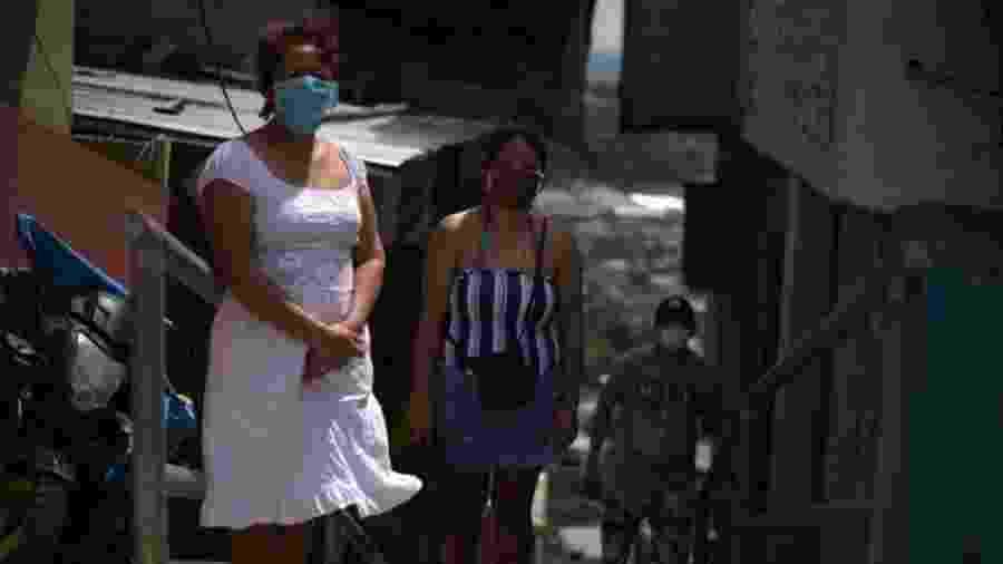 Bertha e sua família vivem em um morro ao norte de Guayaquil - BBC