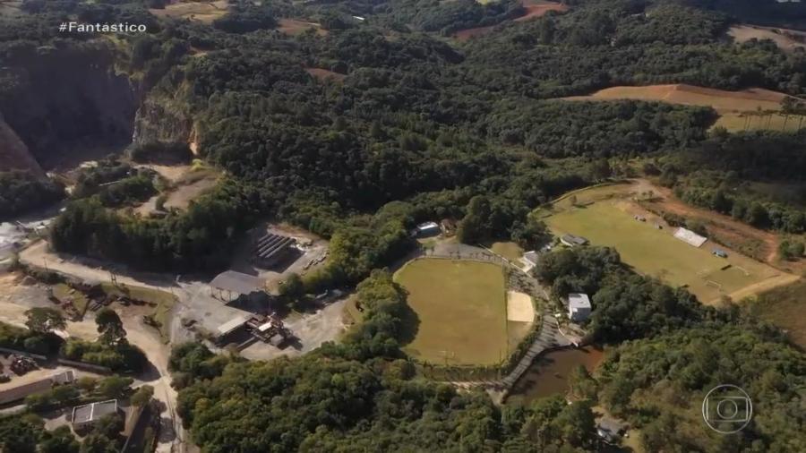 Estádio onde teria ocorrido a partida supostamente fantasma entre os clubes Serrano e Andraus, no Paraná - Reprodução/Globo