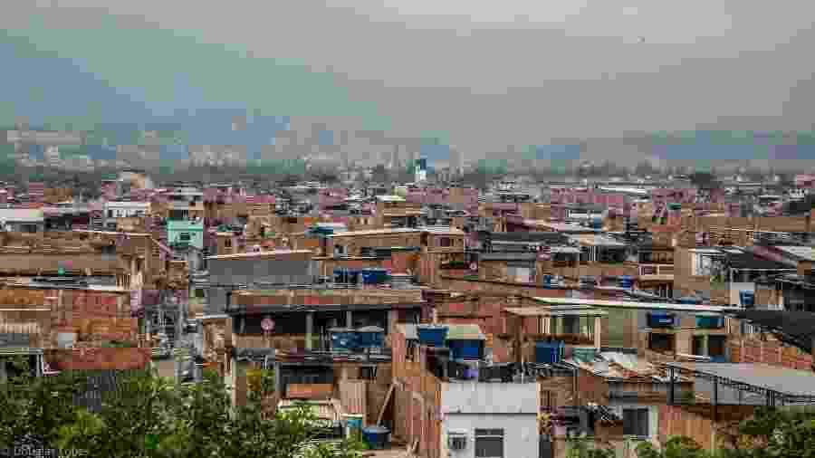 Complexo de Favelas da Maré, na zona norte do Rio de Janeiro, tinha ao menos 713 suspeitas da covid-19 sem teste - Douglas Lopes/Redes da Maré