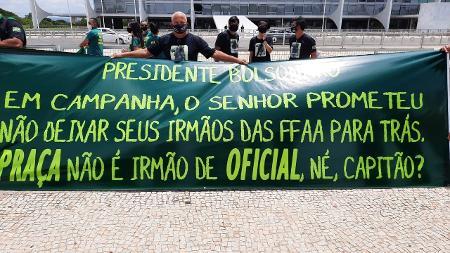 Militares da reserva fazem segundo protesto em Brasília contra Bolsonaro - 21/10/2020 - UOL Notícias