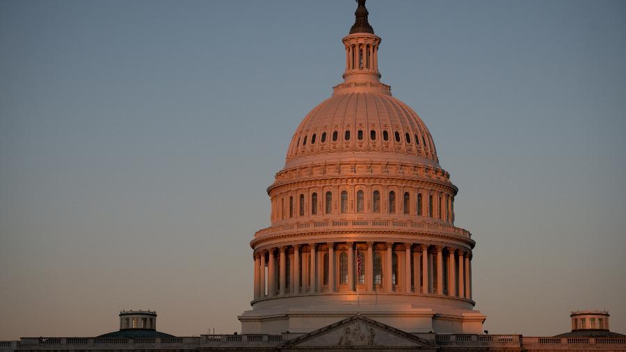 Senado dos EUA aprova financiamento provisório para manter governo federal funcionando - Graeme Sloan/Sipa USA