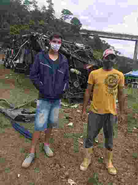 Mateus Ferreira e Elton Paulo ajudaram no resgate das vítimas do acidente na BR-381 - Daniela Mallmann - Daniela Mallmann