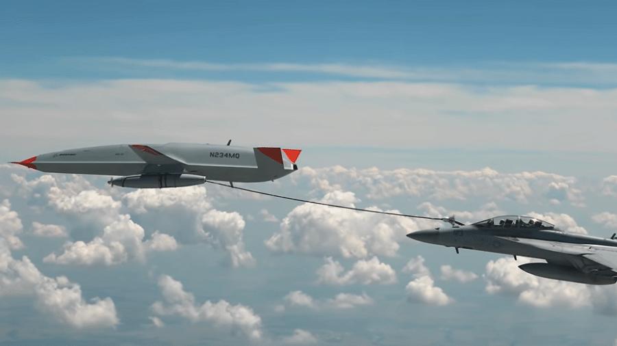 Caça Super Hornet F/A18 com a mangueira do drone acoplada para o reabastecimento - Reprodução/YouTube/Boeing