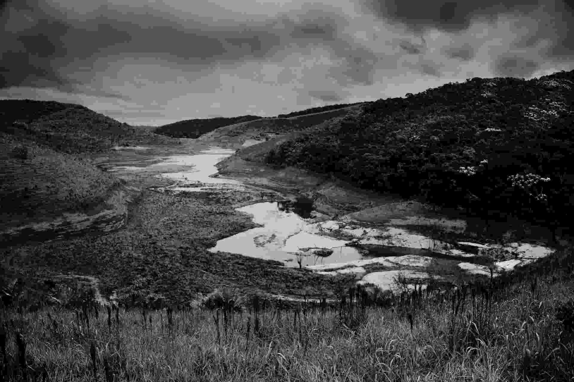 4.ago.2015 - A represa de Paraibuna, no Vale do Paraíba do Sul (RJ), está com cerca de 6% de sua capacidade - Zé Gabriel/ Greenpeace
