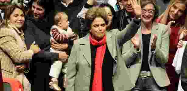 """A presidente afastada, Dilma Rousseff, participa do lançamento do livro """"A Resistência ao Golpe de 2016"""", em Porto Alegre (RS) - Itamar Aguiar/Agencia Freelancer"""