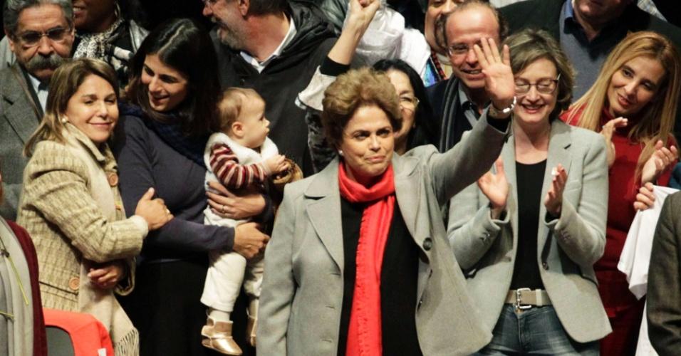 3.jun.2016 - A presidente afastada, Dilma Rousseff, participa do lançamento do livro