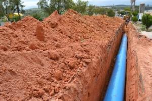 Obras da adutora do Mombaça, cuja água é suficiente para atender 110 mil pessoas
