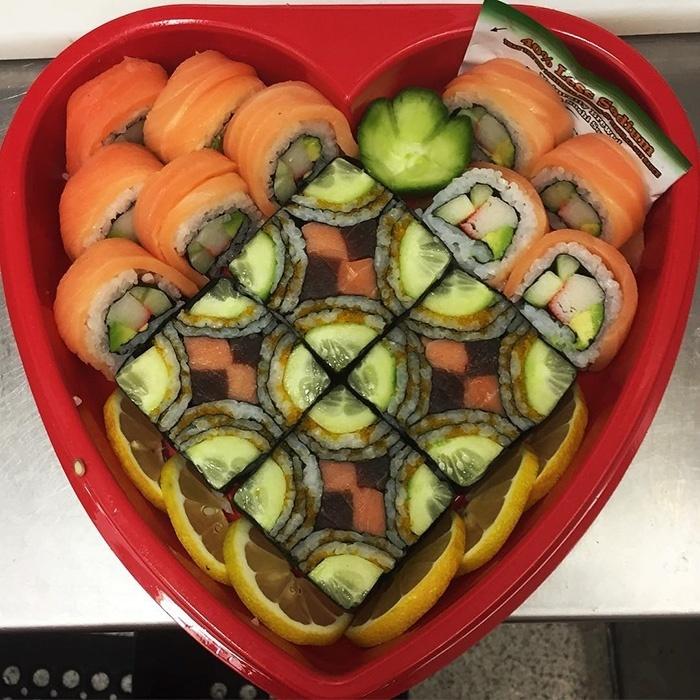 A nova moda dos nossos amigos japoneses é o sushi mosaico, segundo o site Bored Panda. As iguarias são meticulosamente ajeitadas para que se pareçam uma obra de arte. Dá água na boca, mas quem é que tem coragem de acabar com a beleza do quadro?