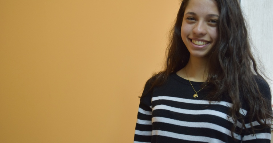 """A estudante Ana Júlia, 16: """"Somos doutrinados por quem, por quê? Não posso pensar diferente, simplesmente? Não acho que os que quem pensam o contrário sejam doutrinados"""""""