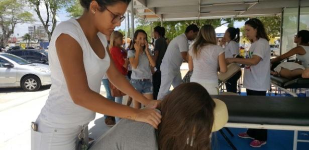 Dá para relaxar? Universidade oferece massagem para candidatos em Maceió - Beto Macário/UOL