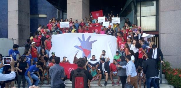 Sem teto comemoram soltura de integrantes presos em Recife