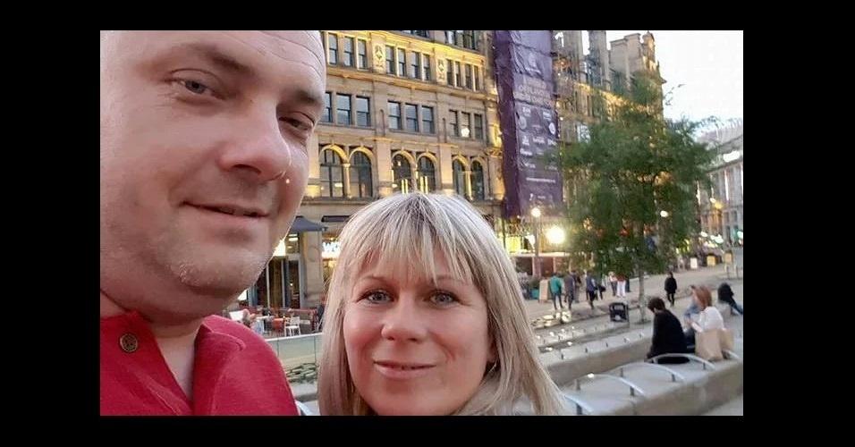 A foto do casal polonês que residia em Iorque, Marcin Klis, à esquerda, 40, e Angelika Klis, 42, foi tirada momentos antes do show, eles foram para Manchester para levar suas filhas no concerto de Ariana Grande. Quando foram buscar as crianças acabaram sendo atingidos pela explosão. O governo polonês disse que as crianças estão seguras