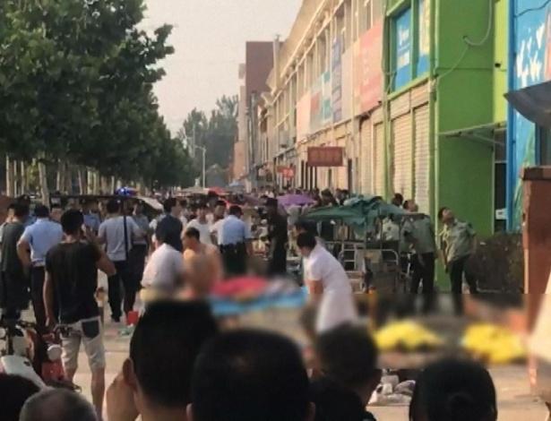 Vítimas são socorridas após explosão em creche no leste da cidade chinesa de Xuzhou