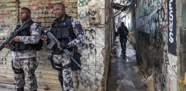 Exercito, Marinha, Policia Civil, Bope e BAC ocuparam as comunidade Kelson, regiao norte do Rio - Danilo Verpa/Folhapress