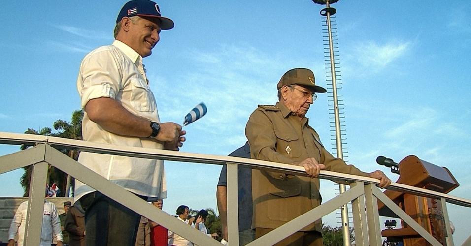 Díaz-Canel, à esquerda, e Raúl Castro lideram celebrações de 1º de maio em Cuba em 2018