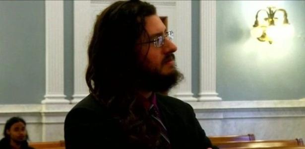 Michael Rotondo, de 30 anos, foi processado pelos pais para sair de casa