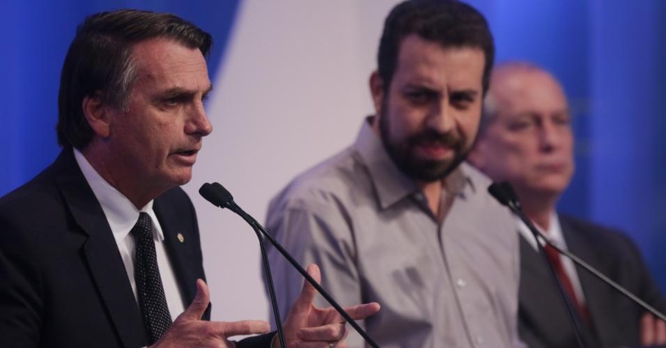 17.ago.2018 - O deputado federal Jair Bolsonaro (PSL) e Guilherme Boulos (PSOL), candidatos á Presidência, durante debate da RedeTV!/IstoÉ