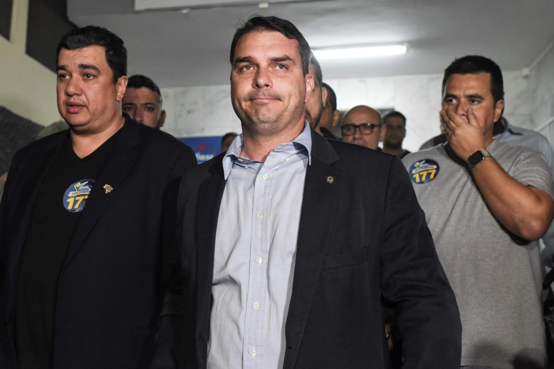 6.set.2018 - Flavio Bolsonaro, filho de Bolsonaro e candidato ao Senado pelo Rio, chega à Santa Casa de Juiz de Fora onde o pai está internado na UTI