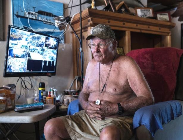 Skippy Winner, 84, se recusa a deixar sua casa em Carolina Beach, na Carolina do Norte (EUA)