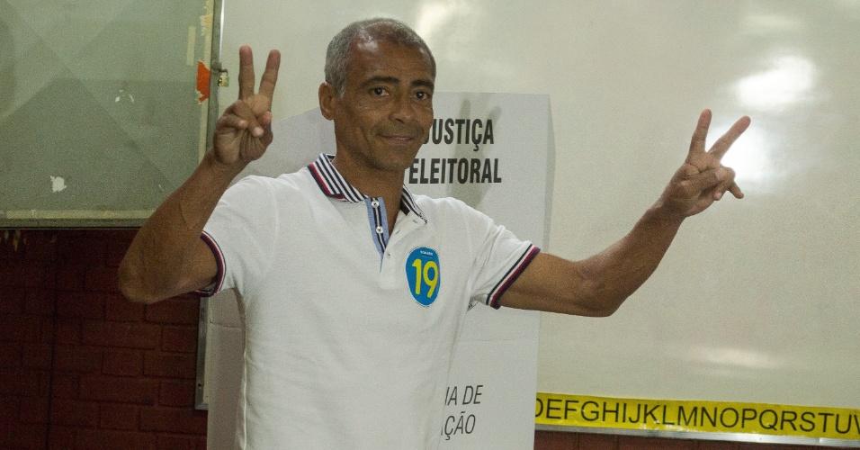 Candidato ao governo do Rio de Janeiro, Romário (Podemos) vota na escola municipal Joseph Bloch na Parada de Lucas, zona norte do Rio
