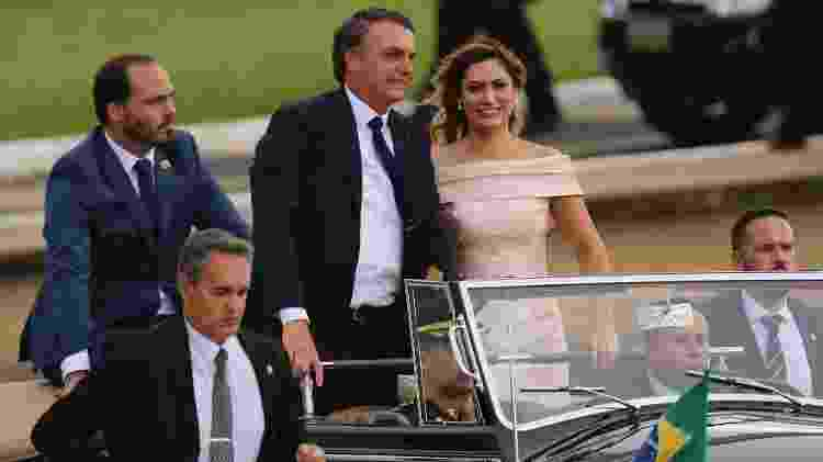 Carlos Bolsonaro acompanha o pai, Jair Messias Bolsonaro, no Rolls Royce presidencial durante o cortejo de posse em Brasília - Fabio Rodrigues Pozzebom/Agência Brasil - Fabio Rodrigues Pozzebom/Agência Brasil