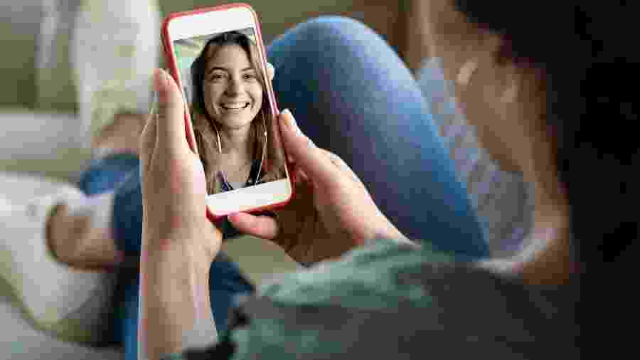 Jovens já aderiram à Era das vídeo-chamadas - iStock
