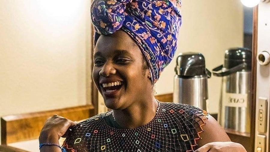 A doutoranda em sociologia da UFRGS Winnie Bueno criou um projeto que permite doação de livros para universitários negros - Mariana Villa Real/Acervo pessoal