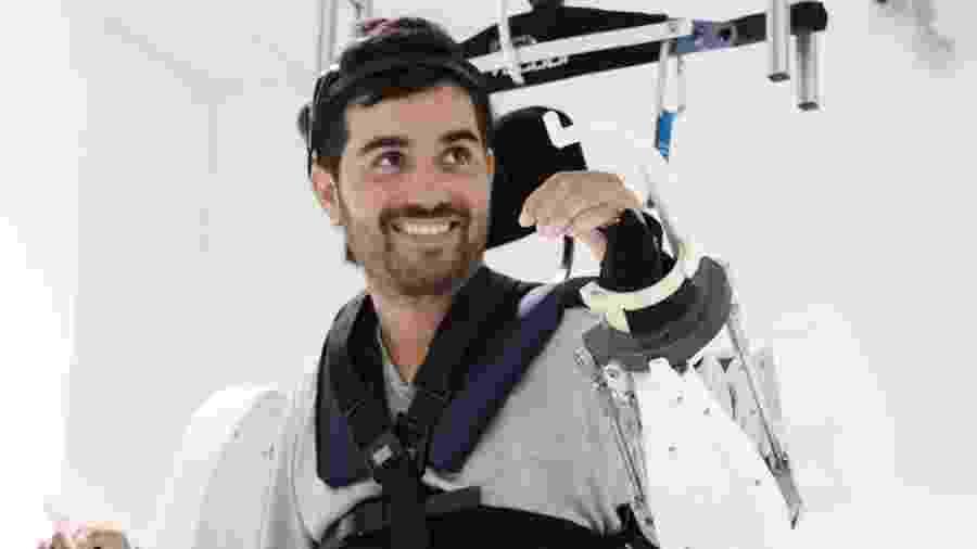 Tetraplégico move braços e pernas após 4 anos com equipamento controlado pela mente - Fonds de Dotation Clinatec