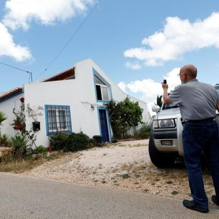 Repórter fotografa casa onde viveu suspeito de sequestrar Madeleine McCann em 2007, perto de Lagos, em Portugal - RAFAEL MARCHANTE