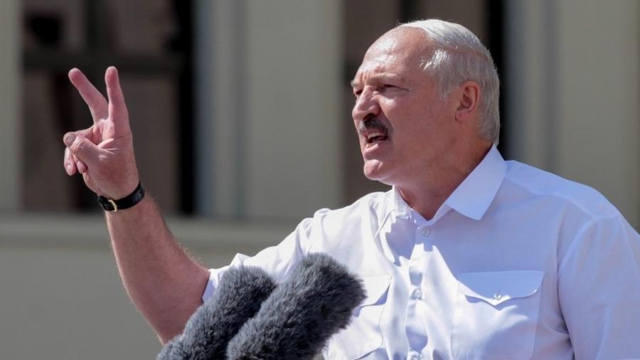 """O presidente de Belarus, Alexander Lukashenko, realiza uma campanha de repressão e já comparou as ONGS a """"bandidos"""" - Siarhei Leskiec/AFP"""