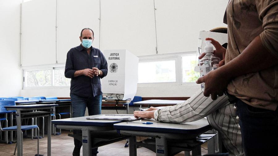 O atual prefeito e candidato à reeleição, Alexandre Kalil (PSD) vota na Escola Estadual Governador Milton Campos, neste domingo, 15, em Belo Horizonte (MG)   - RODNEY COSTA/FUTURA PRESS/ESTADÃO CONTEÚDO