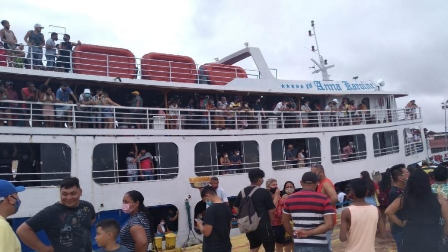 Embarcação Anna Karoline II tinha aglomeração de 800 pessoas e foi impedida de sair do Porto de Manaus - SSP/AM